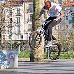 Saut en BMX (doc. Yalta Production)