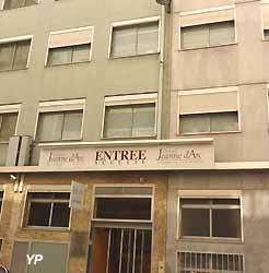 Clinique Jeanne d'Arc (doc. Yalta Production)
